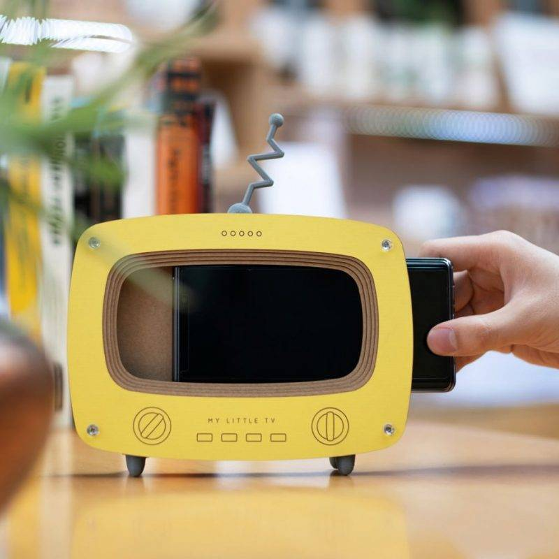 Retro TV Mobile Phone Stand Electronics Cell Phones & Accessories